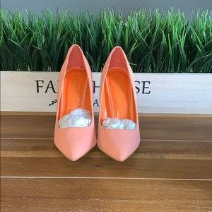 Barely used Peach pumps